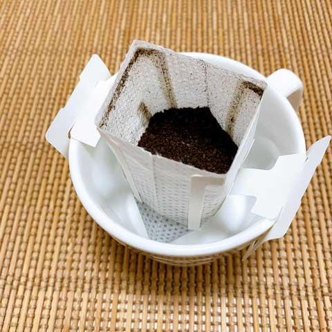 カップにひっかけてお湯を注ぐだけ!