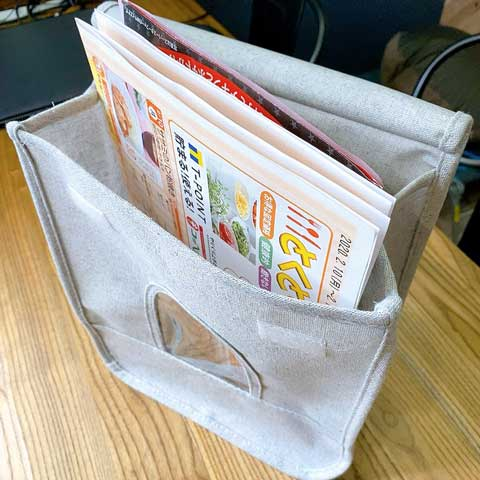 郵便受けなどに届いた広告、書類の一時保管用に使います♪