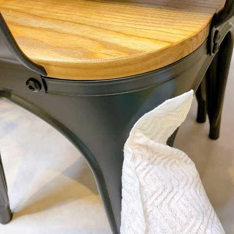 「黒」が使われている家具もササっと撫でるだけ!