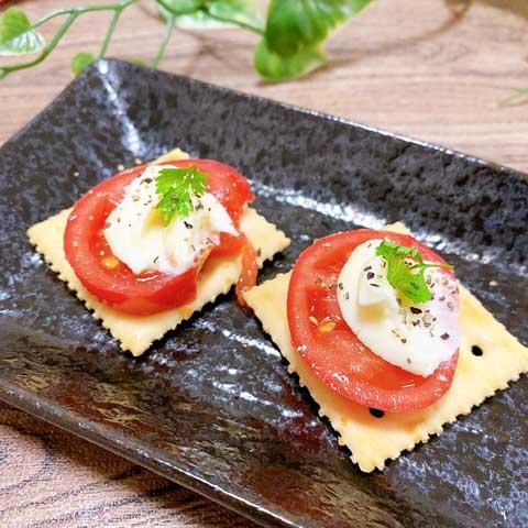 つづいてトマトとレアチーズをディップして・・