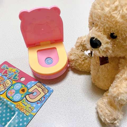 お人形のお世話好きなお子さんに♡セリアの上手にできたら褒めてくれるトイレがおもしろいっ