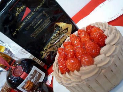 ヴァローナ エクアトリアールを使ったチョコレートデコレーションケーキ
