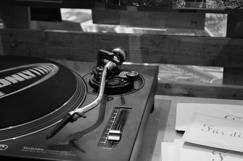 昔なつかしいレコードプレイヤー