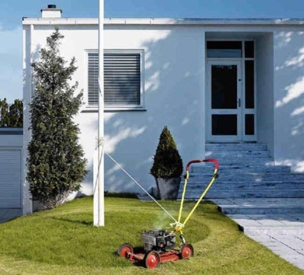 自動草刈り機にヒモをかけた怠け者の画像