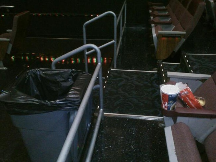 映画館&ゴミ箱の画像