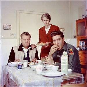 エルビス・プレスリーの家族の画像