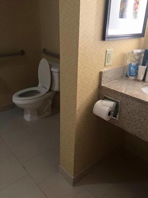 紙が遠いトイレの画像