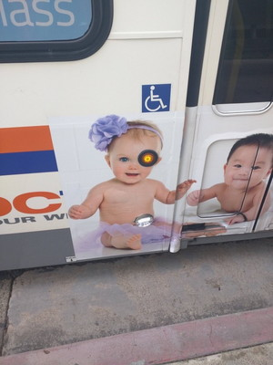赤ちゃんの広告の画像