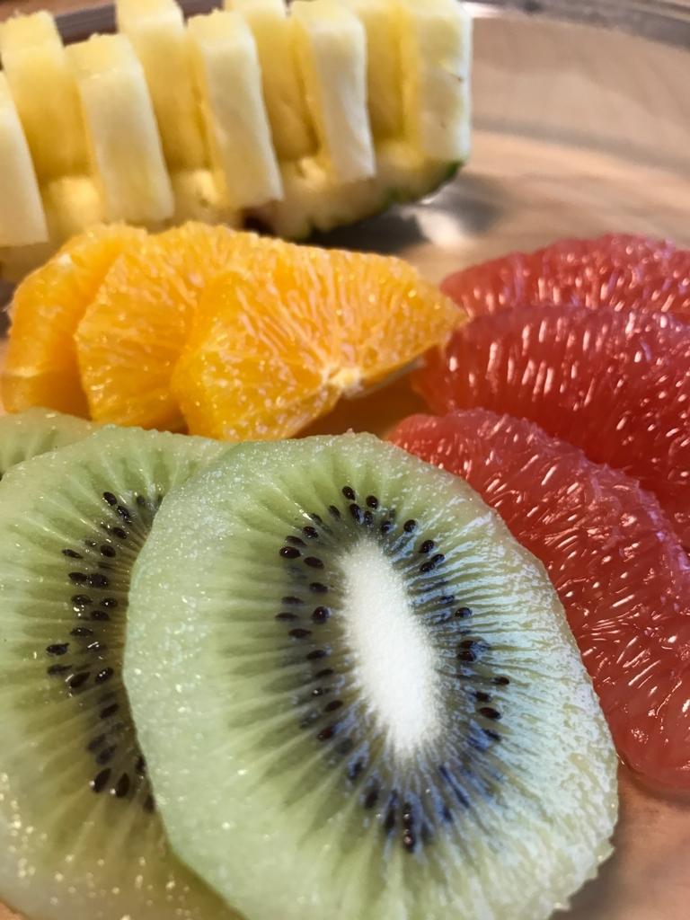 皮むきしたフルーツ