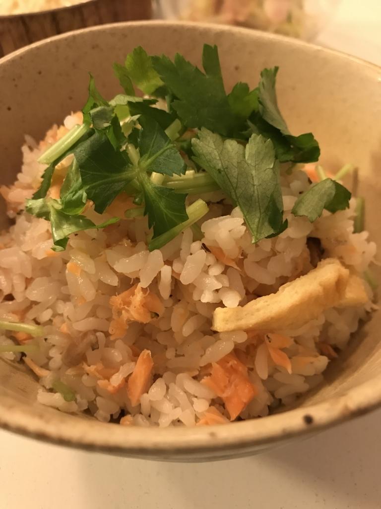 永谷園「松茸のお吸い物の素」を使った鮭の炊き込みご飯