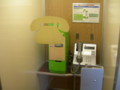 0系新幹線 電話室に設置されていた公衆電話とカード販売機