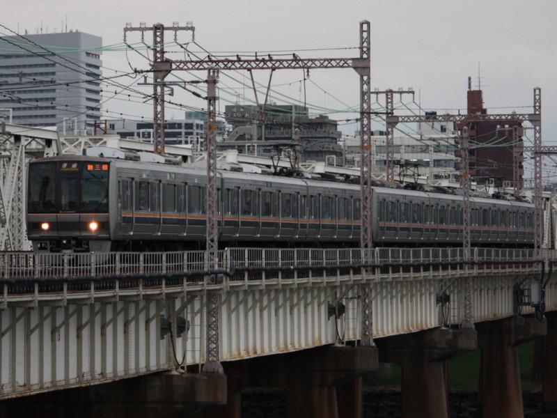 207系 普通列車新三田行き