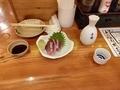 函館産ぶりの刺身と冷酒(大関)