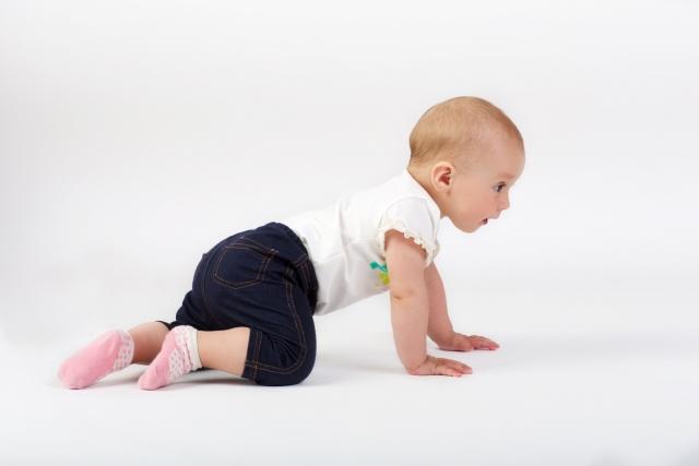 赤ちゃん,ハイハイ,粗大運動