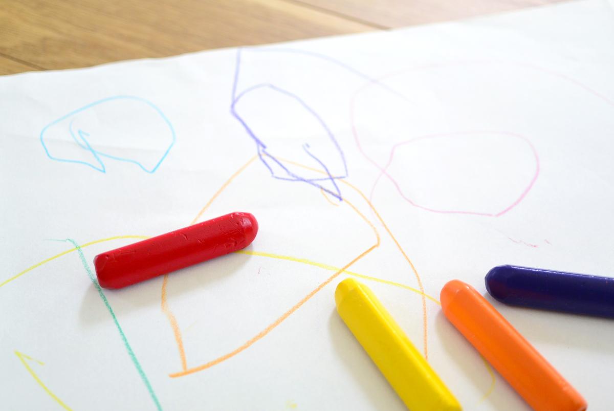 クレヨン,お絵描き,微細運動,発達