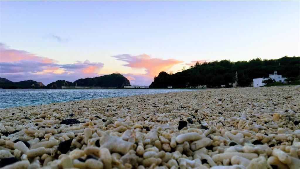 小笠原の大村海岸の夕暮れ
