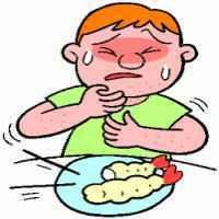 エビフライを食べてアレルギー反応が出た少年