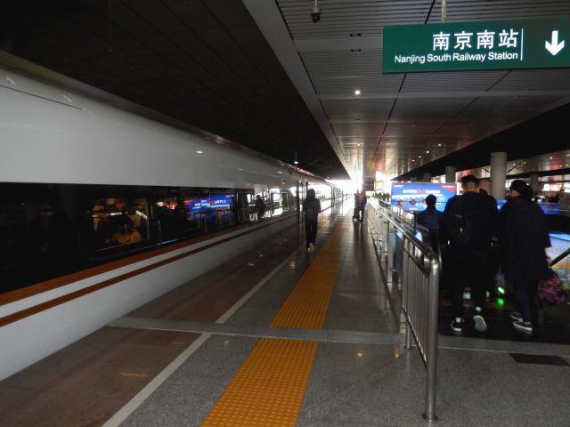 夜行列車で南昌に行き名勝を見て...