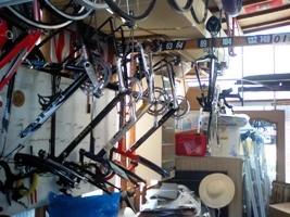 実家自転車置き場