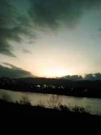 底冷え京都の夕日 イエローレンズ越し