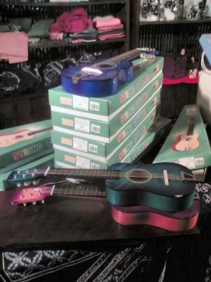 ミニアコースティックギター(1000円)