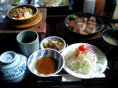 アークランプ 炊き込みご飯とサイコロステーキのセット