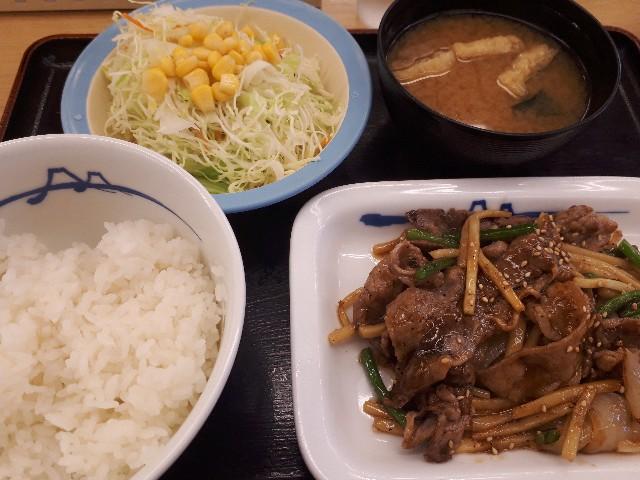 松屋本日発売「牛肉と筍のオイスター炒め定食」見た目