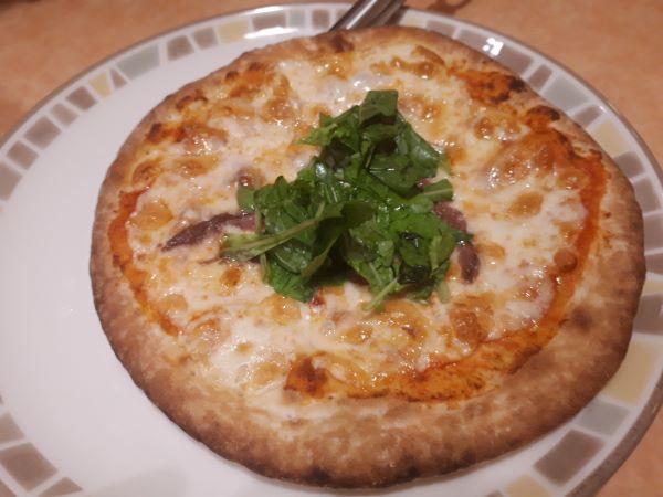 アンチョビのピザ(ルーコラ葉入り)の外見