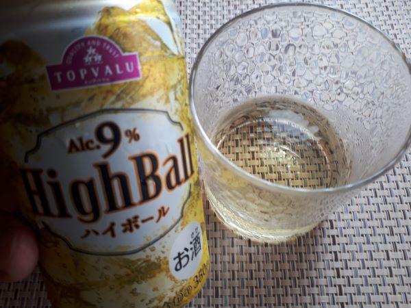 High Ball ハイボール Alc.9%をグラスに注いだ