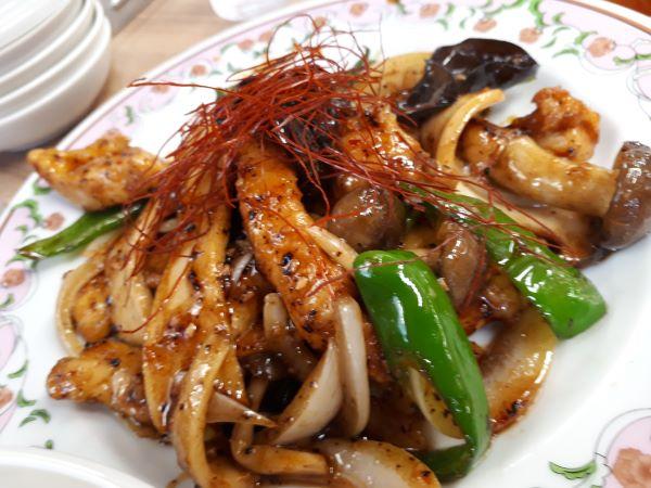 餃子の王将9月限定「鶏ときのこの旨辛豆豉炒め」が提供されたところ