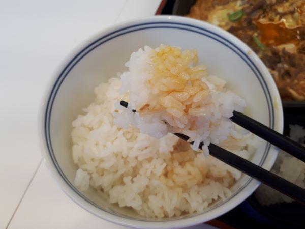 吉野家「月見牛とじ御膳」を食べているところ