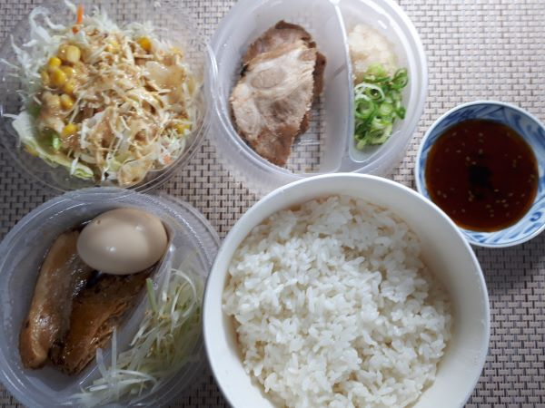 松屋本日発売「豚焼肉と豚角煮のあいもり定食」の持ち帰りをセッティング