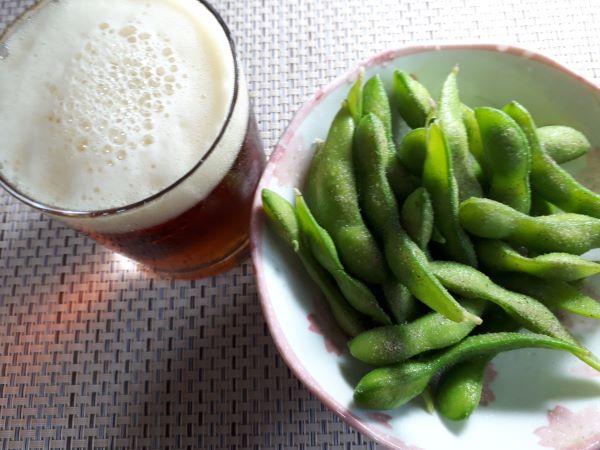 セブンイレブン冷凍枝豆を食べるところ