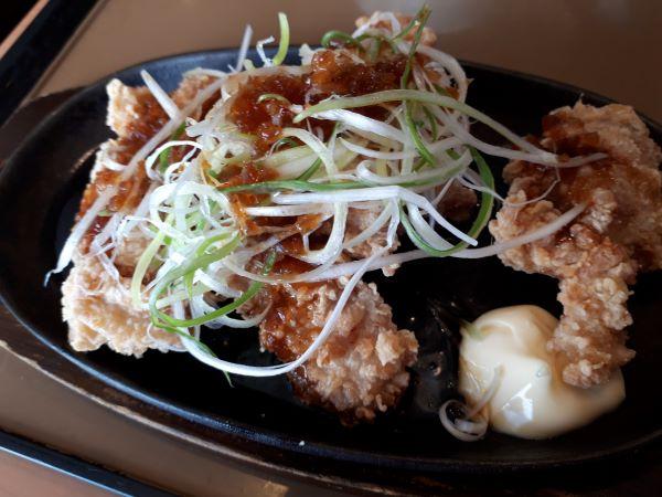 やよい軒本日発売「やみつき油淋鶏定食」の油淋鶏