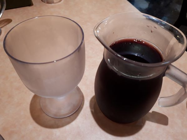 ワインを飲むところ