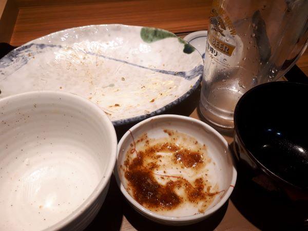 やよい軒新メニュー「ロースとんかつとエビフライの定食」を食べるところ