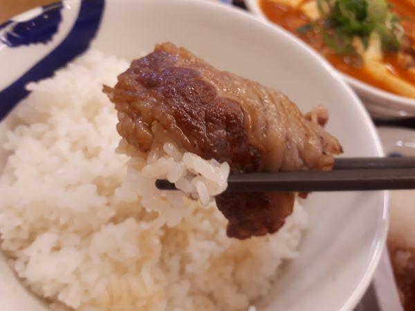松屋本日発売「チゲ牛カルビ焼き肉膳」を食べるところ