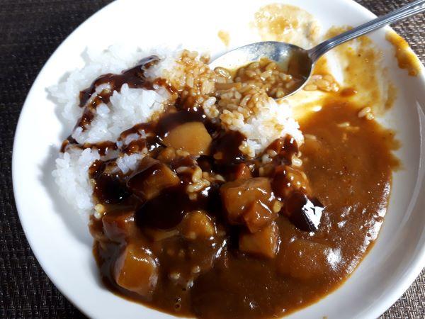 ボンカレーゴールド辛口を食べるところ