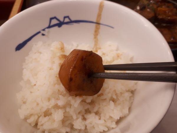 松屋本日発売「ビーフシチュー定食」をたべるところ