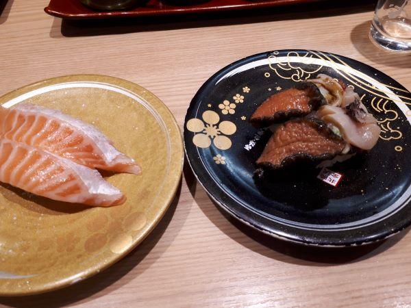 もりもり寿司での飲食の様子
