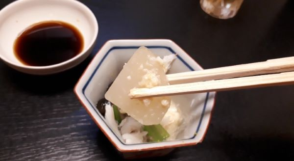 三宮寿司「源平」での食事風景