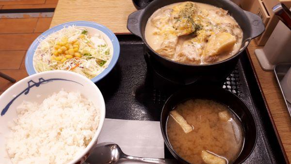 松屋「シュクメルリ鍋定食」のイメージ