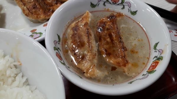 【餃子の王将】「餃子定食」をたべるところ