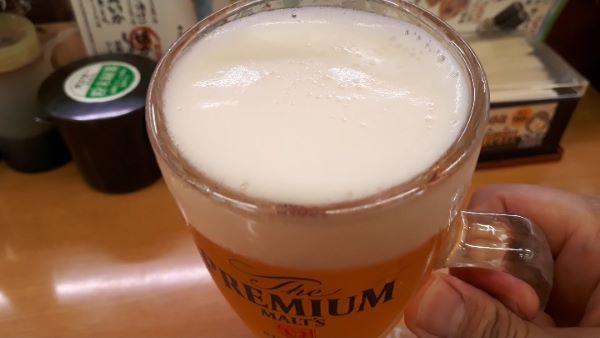 ビールを飲むところ(オリジナル写真)