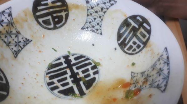 【業務スーパー】Hachi(ハチ食品)「関西風味 カレーうどんの素」を食べるところ(オリジナル写真)