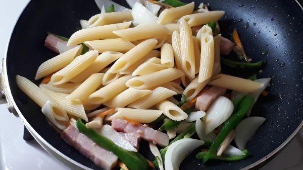 【レシピ パスタ】ツナタリアン ペンネの作り方(オリジナル写真)