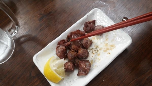 神戸 元町 金時食堂での飲食風景(オリジナル写真)