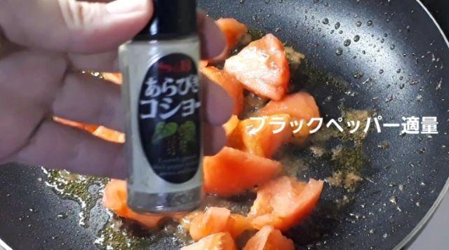【サッポロ一番塩らーめん アレンジ】トマトラーメンを作るところ(オリジナル写真)