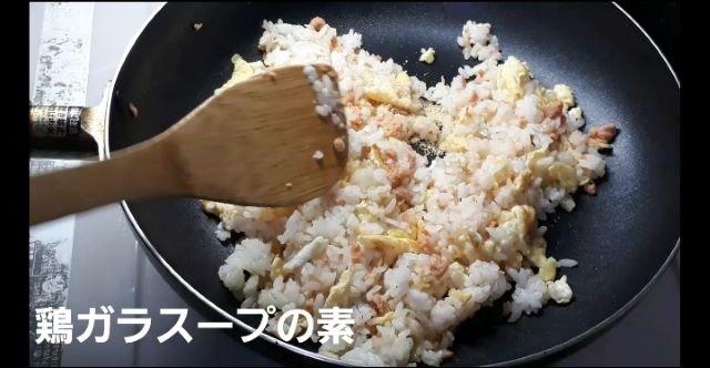 【レシピ 基本の鮭とレタスのチャーハン】の作り方(オリジナル写真)