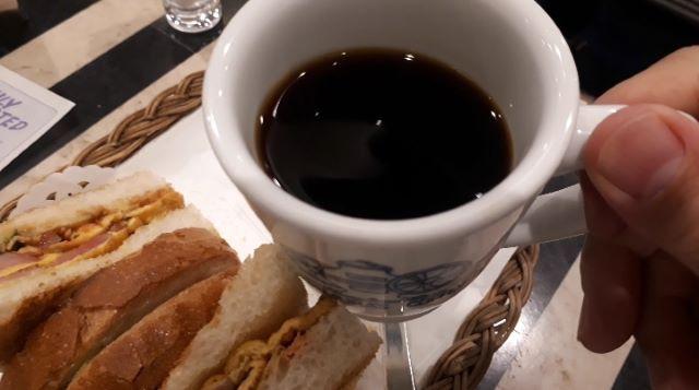 神戸にしむら珈琲店 三宮店のカナディアンセットを食べるところ(オリジナル写真)